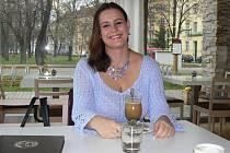Tereza Hlavsová z Lišova, je na snímku zachycena v českobudějovické Kavárně LANNA.
