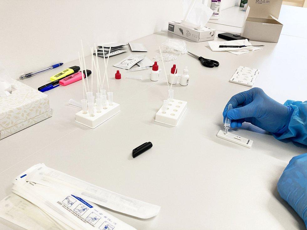 Testování ve Schwan Cosmetics v Českém Krumlově. Foto: archiv Schwan Cosmetics