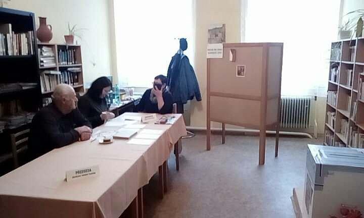 V Nesměni k sobotní deváté hodině odvolilo 93 voličů ze 131 zapsaných, volební účast tu tak zatím dosáhla 71%.