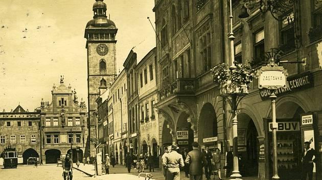 KDYSI: Náměstí s Černou věží před lety.