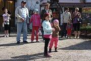 Sobotní vítání jara v Borovanském mlýně si nenechaly ujít stovky lidí.