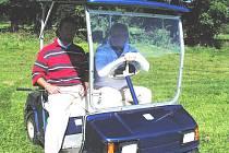 Antonín Loužek s uspokojením v golfové duši bilancuje rok 2007. Turnaje pod hlubockým zámkem si zahrály tři tisícovky vyznavačů tohoto sportu.
