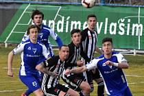 Šlágrem fotbalového víkendu na jihu Čech bude utkání Dynama s Pardubicemi, které v neděli začíná kvůli hokejové baráži už od půl třetí.