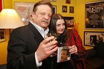 Petr Spálený s Miluškou Voborníkovou na křtu svého nového alba v únoru letošního roku.