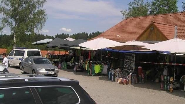 5,7 milionu korun je hodnota padělaného zboží, které minulý týden zajistili celníci v Lipně nad Vltavou a Vyšším Brodě.