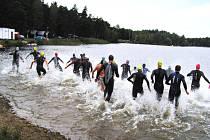 Jihočeský rybník Mydlák se o víkendu promění v ráj vyznavačů triatlonu. Pořadatelé připravili bohatý program, první závod odstartuje už v pátek.