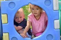 Dvěma třetinám dětí, které letos rodiče při zápisech přihlásili do MŠ Větrná, jsou méně než tři roky.