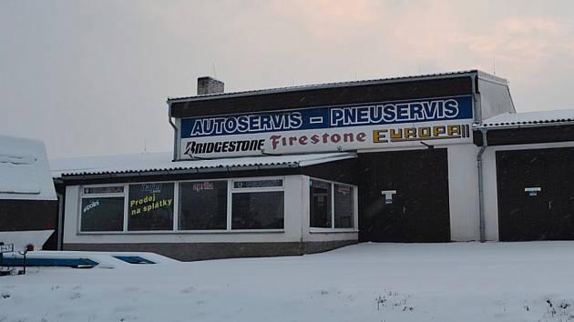 Motocentrum bratrů Bratránkových u dálnice D3 poblíž Tábora.