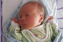 3,27 kg to byla porodní váha, kterou se po narození mohl pochlubit Jakub Karhan. Na svět přišel přesně 25 minut po 4. hodině v pondělí 6.10.2014. Vyrůstat bude v Českých Budějovicích spolu s bezmála dvouletým bratříčkem Kryštůfkem.