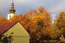 Kamenný Újezd v podzimním kabátě.