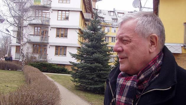 Spisovatel Karel Hvížďala.