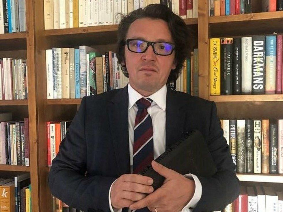 Docent Ladislav Nagy za překlad románu Patrick Melrose I britského spisovatele Edwarda St Aubyna získal prestižní ocenění Magnesia Litera 2020.