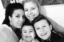 Michaela Plchová z Českých Budějovic se svou rodinou.