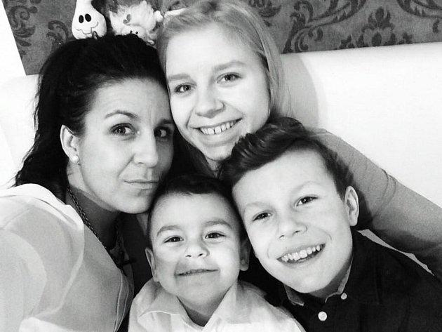 Michaela Plchová zČeských Budějovic se svou rodinou.