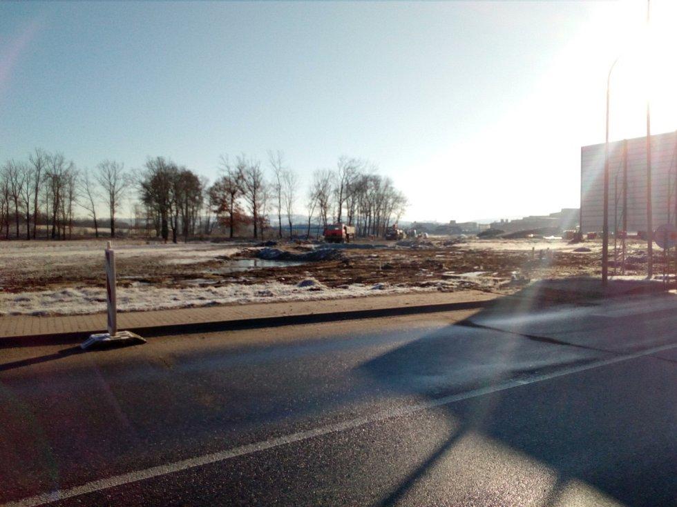 Nový logistický park vzniká v Českých Budějovicích u Okružní ulice. Investorem je firma VGP. Nabídne sedm nových budov. Teplárna staví k parku horkovod. Vizualizace: VGP