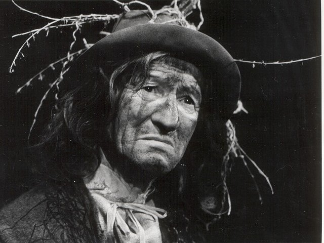 Lucerna. Otto Schwarzmüller, který s ochotnickým divadlem spojil prakticky celý život, v této inscenaci ztvárnil roli Vodníka.