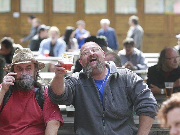 Přes dvacet druhů piva nabídly Slavnosti piva na českobudějovickém výstavišti. Na akci se kromě tuzemských pivovarů predstavily výrobky z Běloruska či Slovenska.