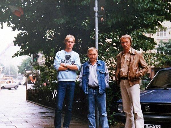 Jan Proško (vpravo) byl jedním zmála přátel, kteří našli odvahu navštívit Karla Kryla vZápadním Německu. Vlétě roku 1989ssebou vzal isyna Martina (vlevo).