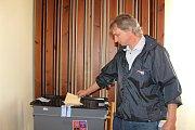 V Temelíně odmítli v referendu stavbu sportovní haly. Hlasovací lístek přidal i Radim Král.