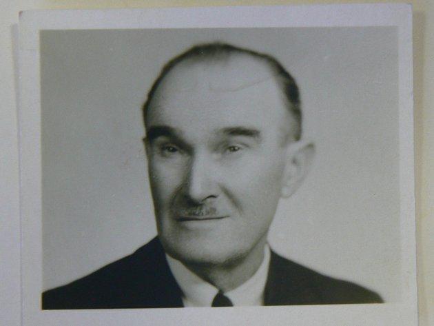 František Míšek se narodil roku 1896a zemřel vroce 1982, ve svých 86letech.