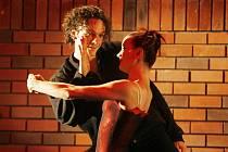 Balet Jihočeského divadla uvede v pátek v Českých Budějovicích premiéru Carmen. Na snímku Viktor Svidró jako Don José a Linda Schneidrová v titulní roli.