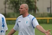 Hrající asistent Olešníka Zbyněk Rys je na hřišti prodlouženou rukou trenéra.