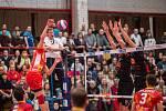 Ve 14. kole extraligy volejbalisté Karlovarska nezaváhali, porazili doma Lvy Praha. Jihostroj si zápas 14. kola předehrál už v listopadu.