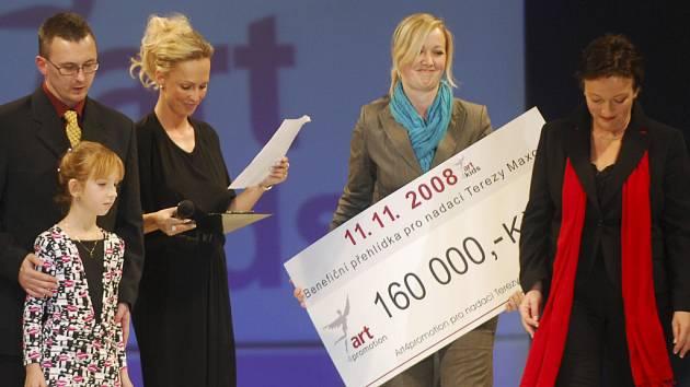 Benefiční přehlídka pro Nadaci Terezy Maxové v českobudějovické sportovní hale 11. listopadu.