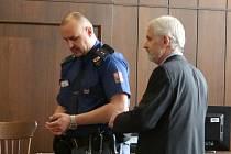 Václav Novák střílel na mladíka, který mu údajně hrozil likvidací. Sám nyní čelí obžalobě z pokusu vraždy.