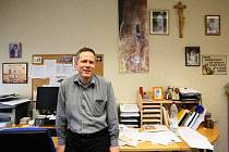 Stěhování z pracovny děkana teologické fakulty do kanceláře rektora Jihočeské univerzity nyní čeká Tomáše Machulu. Přesun plánuje uskutečnit v příštím týdnu.