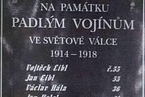 Padlé ve válce připomíná v obci Lipí pamětní deska.