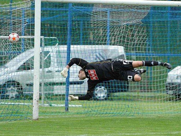 Zdeněk Křížek ve Voticích proti Dukle přes tři obdržené góly chytal výborně.