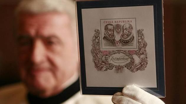 Na zámku v Třeboni ve čtvrtek pokřtili novou poštovní známku Rožmberkové, kterou Česká pošta vydala k 400. výročí úmrtí posledního z rodu Rožmberků - Petra Voka. Na známce jsou poslední a patrně také nejznámější členové rodu Rožmberků - Petr Vok a Vilém.