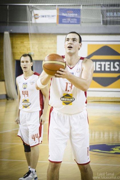 UROSTLÝ PIVOT. Tomáš Vošlajer měří 211 centimetrů. V letošní sezoně hraje pravidelně v zahajovací sestavě Lions.