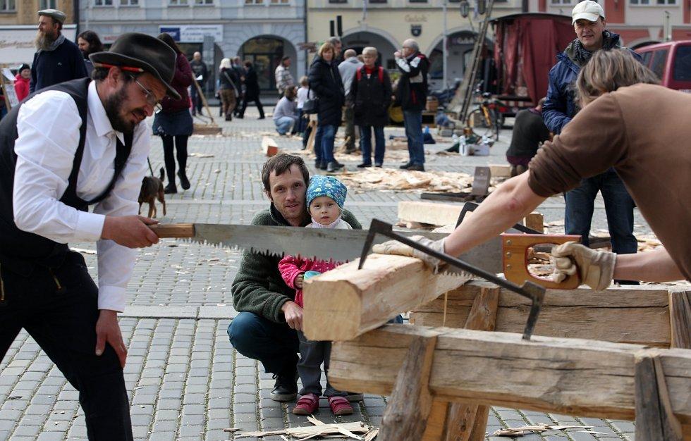 Již tradiční Velikonoční hrkání připravil divadelník Víťa Marčík se svojí rodinou a přáteli.