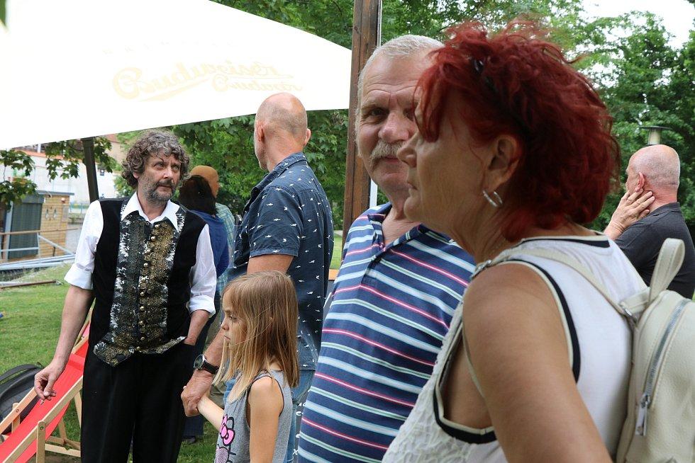 Den památek v Českých Budějovicích kromě řady přednášek zahrnul i plavbu Malší a Vltavou.