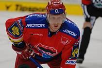 Obránce Filip Novák věří, že v zítřejším utkání HC Mountfield v Karlových Varech chybět nebude.