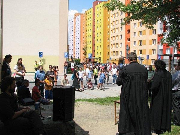 Bohoslužbu ve Volfově ulici sloužili evangeličtí faráři David Nečil a Mikuláš Vymětal. Proslov měl iZdeňko Žiga. Poklidného shromáždění se zúčastnilo několik desítek lidí.