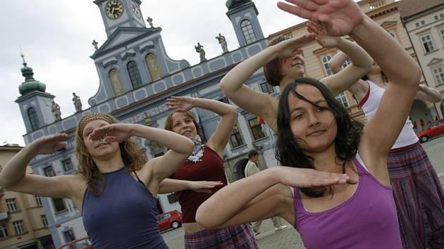 Součastí Majálesu jsou i akce na českobudějovickém náměstí.