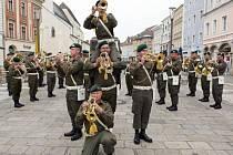 Takhle jako ve Welsu už vojenští muzikanti nezahrají.