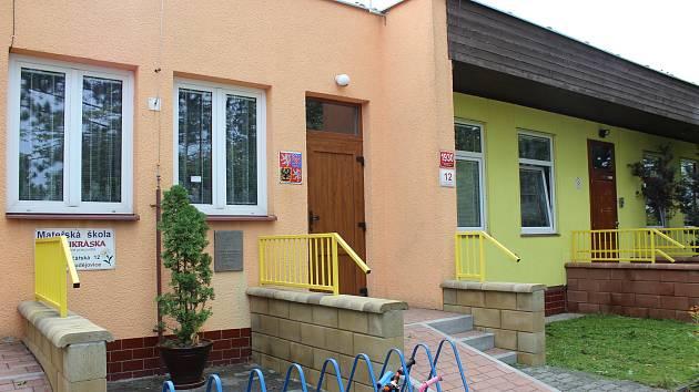 Šestadevadesát míst má nyní budějovická školka v Železničářské ulici díky novému pavilonu.