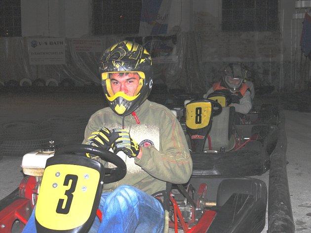 Na závěrečném setkání po sezoně Michal Gregor vyměnil řídítka své kawasaki za motokáru.