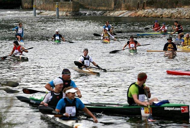 Na dlouhou a náročnou cestu z Českých Budějovic až do Prahy se ráno 12. srpna vydali účastníci slavného Vodáckého maratonu. Poprvé se tento závod jel v roce 1922. Tradici pak na mnoho let přerušila stavba Vltavské kaskády.