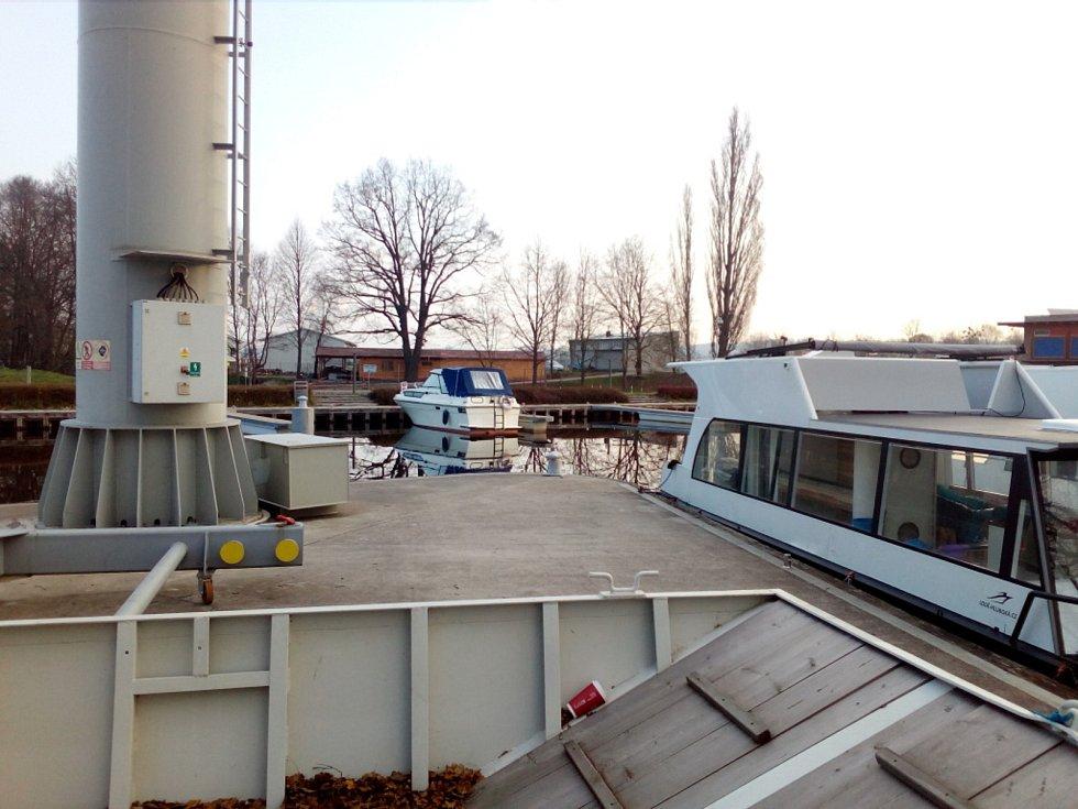 Na Českobudějovicku už slouží lodím delší dobu například přístav v Českém Vrbném a nově se staví vývaziště pro malá plavidla u Dlouhého mostu v Českých Budějovicích.