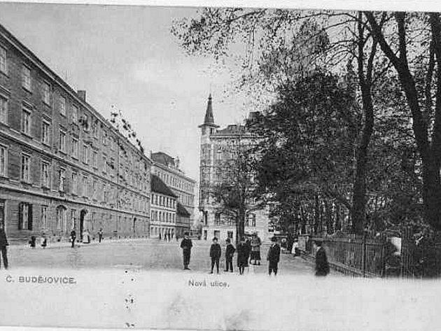 Stará pohlednice z ulice Na Sadech s tehdejším Hasenburkem.
