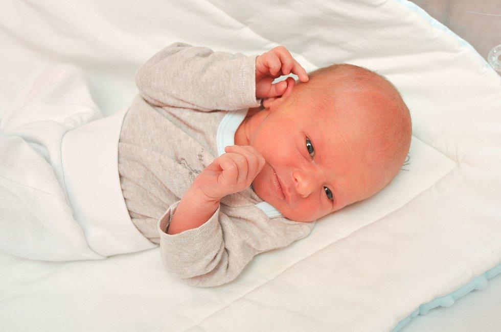 Jan Staněk z Chlumu u Blatné. Honzík se narodil 8. 7. 2021 v 8.18 hodin s porodní váhou 3000 g. Doma jej již netrpělivě očekávala sestřička Jituška (3).