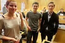 Členové nového Studentského parlamentu se sešli na ustavujícím zasedání.