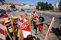 Pozměněnou podobu má po rekonstrukci vjezd z Husovy třídy na Mariánské náměstí v Českých Budějovicích. Řidiči musejí hlavně počítat s novým preferenčním pruhem vyhrazeným městské hromadné dopravě.