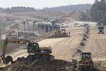 Stavba dálnice D3 pokračuje.