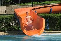 V létě už nebude po plovárně na Dobré Vodě u Č. Budějovic ani památky. Tobogán se obec pokusí prodat a bazény nahradí tenisové kurty.